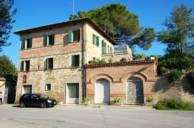 Le case di dorrie immobili in vendita resultati for Piani di casa per case costruite su una collina